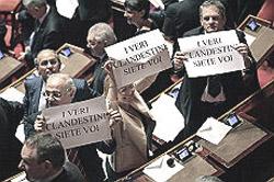 clandestini-protesta-senato-1