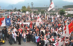 folla manifestazione
