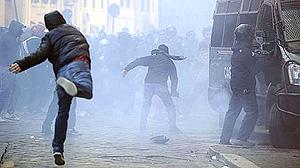 ITALY-POLITICS-GOVERNMENT-BERLUSCONI-PROTEST