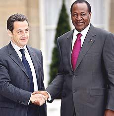 Nicolas Sarkozy con Blaise Compaoré
