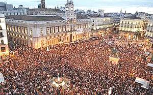 Madrid, la folla a Puerta del Sol