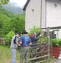 Volontari No-Tav ripristinano l'area del museo archeologico della Maddalena
