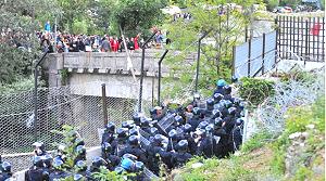 """Chiomonte: la polizia protegge il """"fortino"""" Tav"""