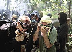 Chiomonte, militanti No-Tav sotto attacco (Foto di Fabio Bucciarelli)