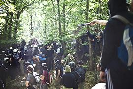 L'assedio nei boschi di Chiomonte (Foto di Fabio Bucciarelli)