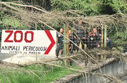 Zoo: il cartello che dileggia gli agenti