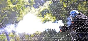 Chiomonte, 3 luglio: la polizia spara lacrimogeni ad altezza uomo sui No-Tav