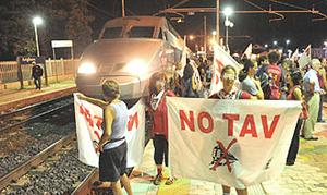 Manifestazione contro il Tgv in val Susa