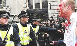 Gli scontri a Londra