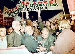 La rivolta dei greci contro i tagli