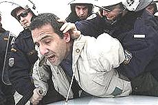 Grecia: il violento sgombero dei dipendenti dell'azienda elettrica
