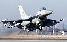 Un F-16 decolla da Incirlik in Turchia
