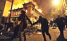 """Atene in fiamme, rivolta in Grecia contro il """"rigore"""""""