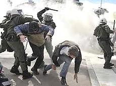 Atene: dura repressione