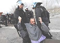 Repressione: lo sgombero di militanti No-Tav