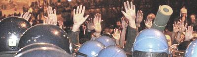 Val Susa, i No-Tav a mani nude sgomberati dalla polizia