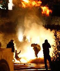 Atene, guerriglia urbana