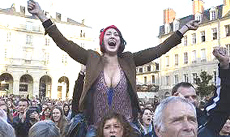 Festa popolare nelle piazze di Parigi