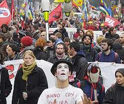 Il movimento no-global represso al G8 di Genova del 2001