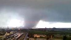 Il tornado abbattutosi sull'Ilva di Taranto