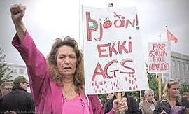 La rivolta degli islandesi contro i finanzieri parassiti dell'austerity