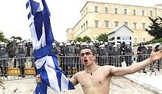 Il dramma della Grecia devastata dall'euro