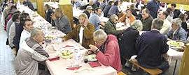 """Crescono i """"nuovi poveri"""" in coda alle mense della Caritas"""