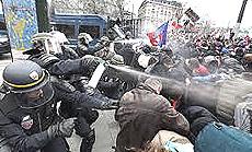 La repressione della manifestazione parigina