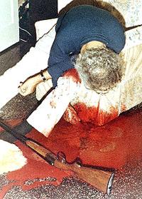 Il corpo di de Mohrenschildt in una foto della polizia