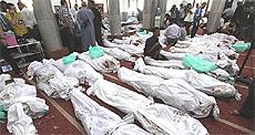 Orrore in Egitto, salme allineate in una moschea-obitorio