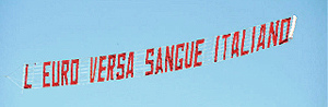 Striscione volante anti-euro realizzato da Giuseppe Trucco