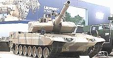 Uno stand fieristico presenta il tank tedesco Leopard