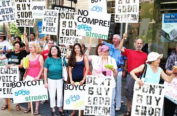 Manifestazione contro Sodastream
