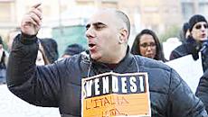 """La protesta dei forconi: """"Italia vendesi"""""""