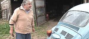 Mujica col suo vecchio Maggiolone