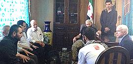 McCain con, da sinistra, Ibrahim al-Badri (Isil-Isis) e il generale dell'Esl Salim Idris (con gli occhiali)