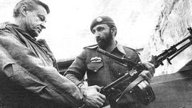Il giovane Bin Laden in Afghanistan con Zbigniew Brzezinski