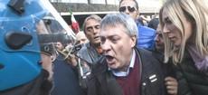 Landini a Roma tra gli operai picchiati dalla polizia