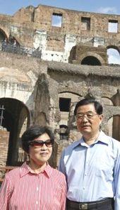 Hu Jintao e signora al Colosseo
