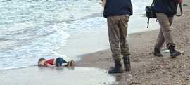 La drammatica foto dell'annegamento del piccolo Aylan