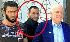 Al Baghdadi col senatore John McCain in Siria