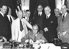 Roosevelt e il Glass-Stegall Act