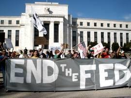 Proteste davanti alla Federal Reserve