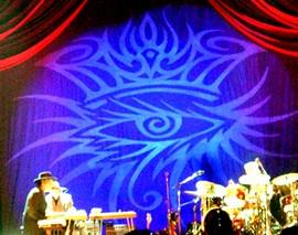 L'occhio con la corona, alle spalle di Dylan nei concerti