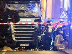 Berlino, camion-killer come a Nizza