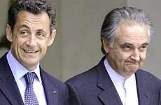 Attali accanto a Sarkozy