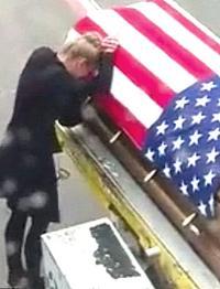 Il dolore per i soldati uccisi