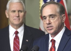 David Shulkin col vicepresidente Mike Pence