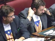 Leghisti in Parlamento con t-shirt catalana