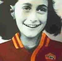 Anna Frank con la maglia della Roma